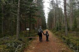 Äitienpäiväretkellä Maxmossa – Herrgårdsleden